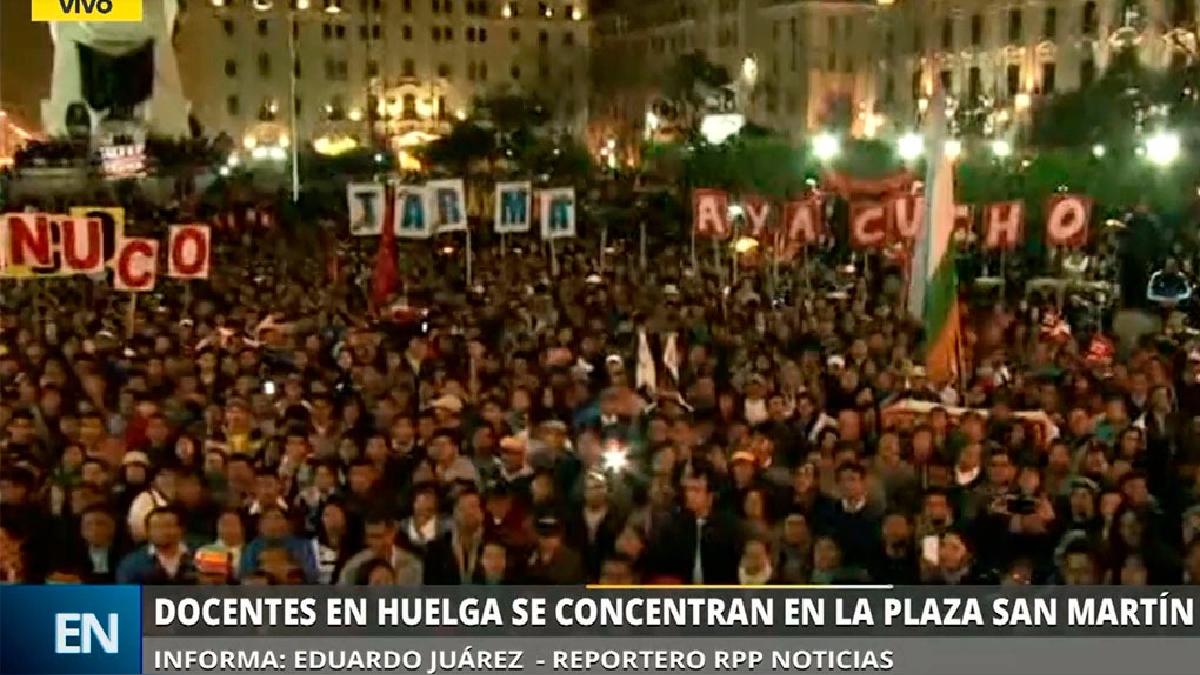 Los docentes marcharon este viernes por el centro de Lima.
