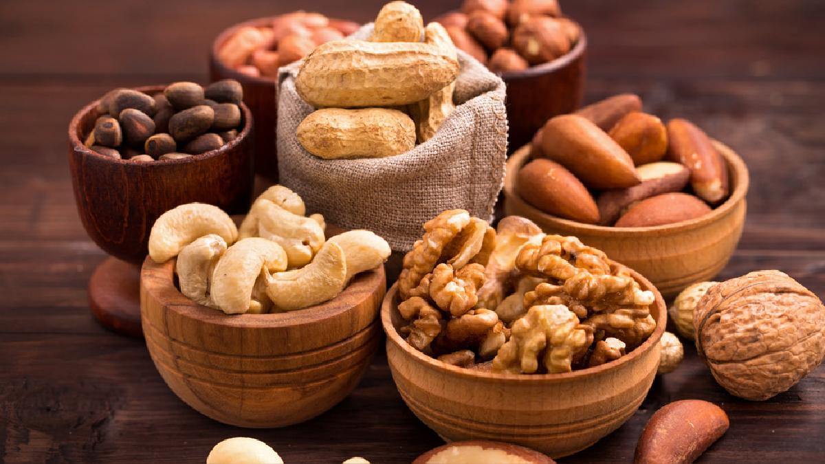 Los frutos secos aportan sensación de saciedad que te hace comer menos veces a lo largo del día.
