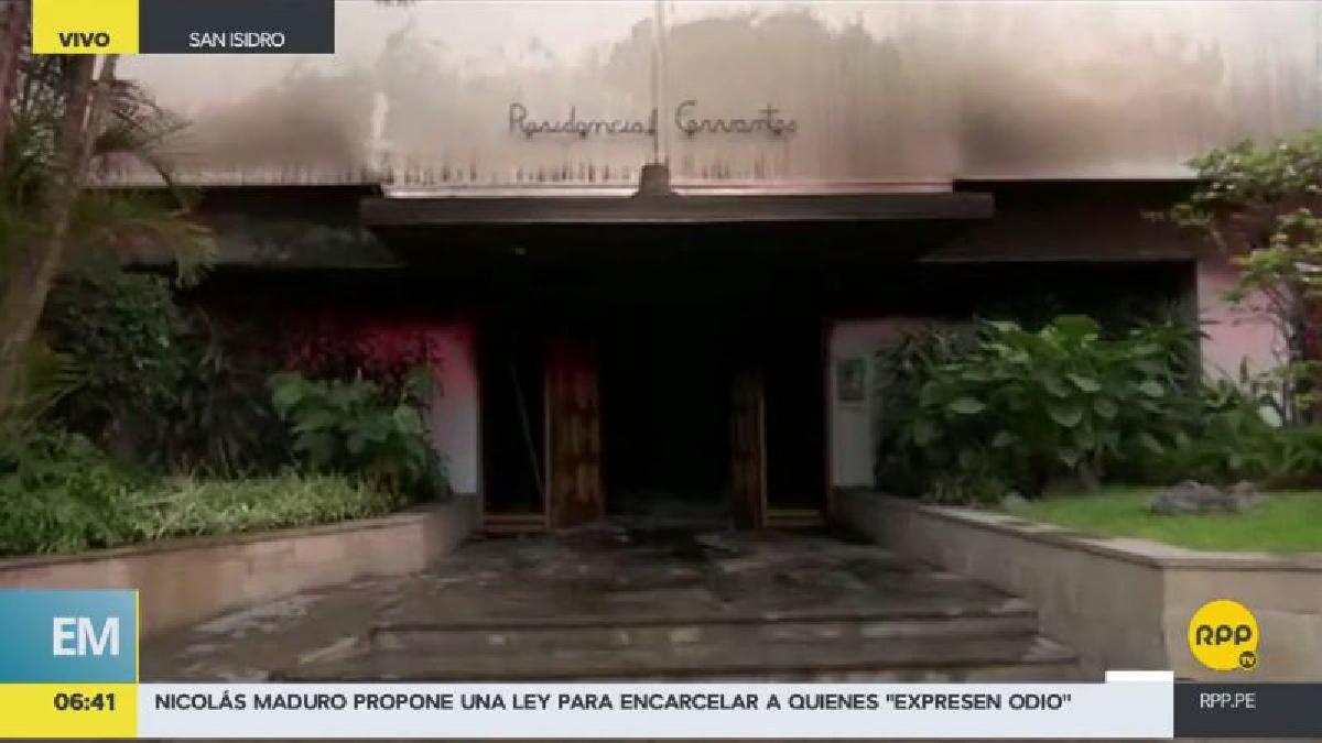 El humo llegó hasta el piso 12 del edificio, generando confusión entre los habitantes.