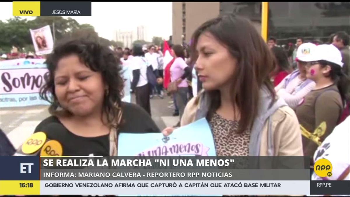 Arlette Contreras, víctima de agresión y símbolo de la marcha Ni una menos, acudió a la manifestación.