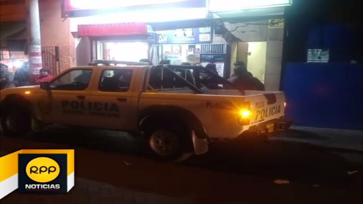 Durante la intervención se logró la captura de dos trabajadores, mientras que al interior del local se hallaron implementos.