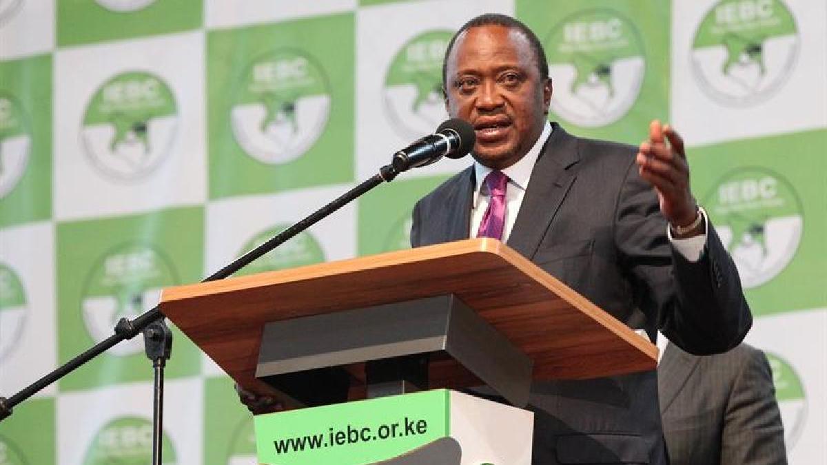 Uhuru Kenyatta consiguió un 54% de los votos frente al 44% logrado por su máximo rival, Raila Odinga, líder de la coalición Súper Alianza Nacional (NASA).