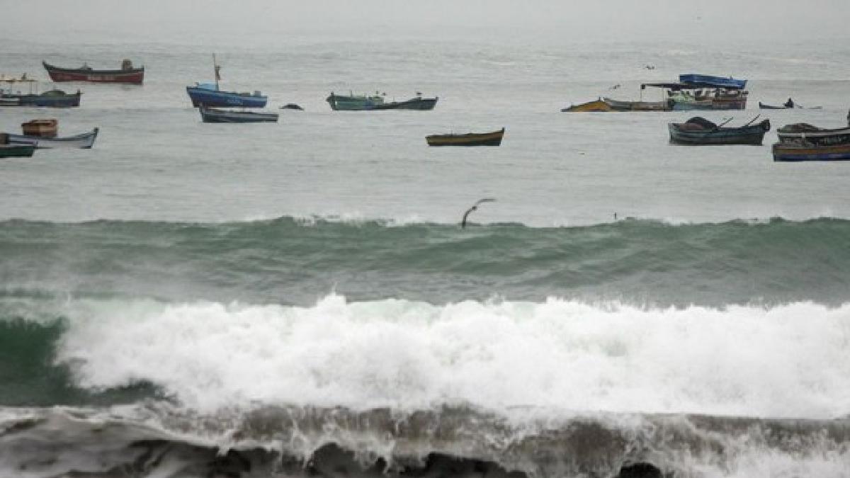 Fuertes oleajes en litoral de Matarani.