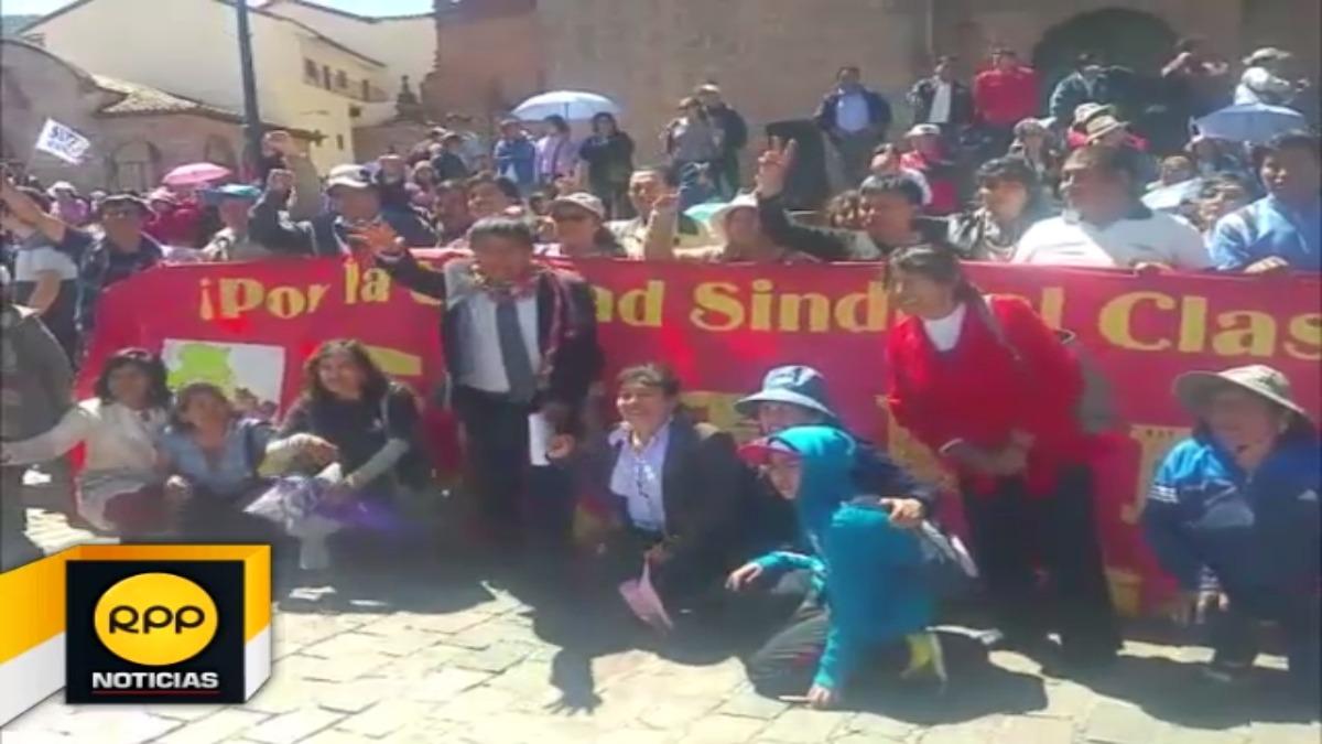 Docentes se reúnen en la Plaza Mayor de la ciudad para realizar una última actividad antes de volver a sus ciudades.