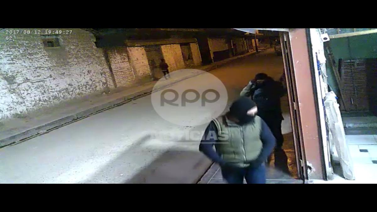 El gerente enfrento a los delincuentes que no dudaron en salir corriendo.
