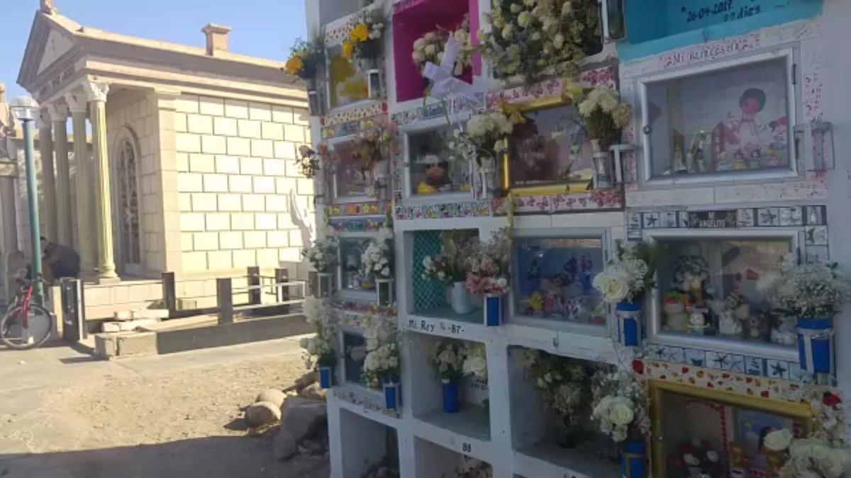 La tumba de Sarah Ellen, una santa popular para los habitantes de Pisco.