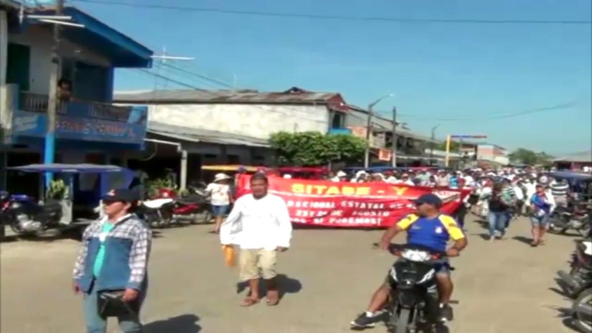 Marcha de la CGPT, obreros y profesores en la ciudad de Yurimaguas.