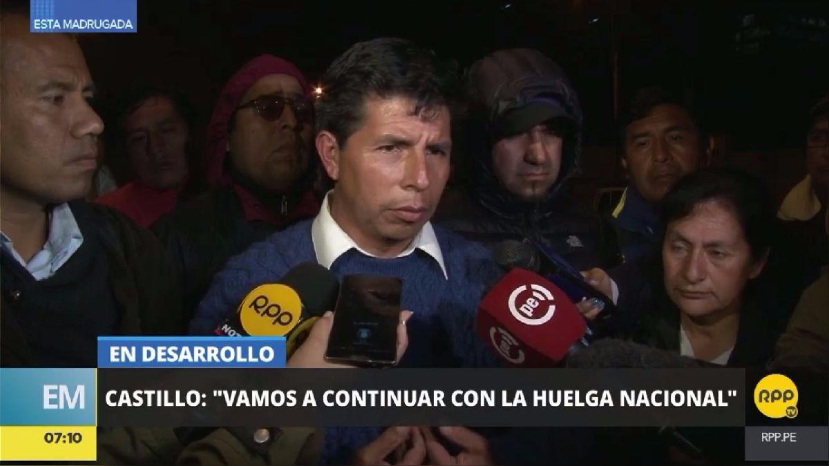 Pedro Castillo habló con la prensa a su salida de la reunión en la sede del Ministerio de Educación.