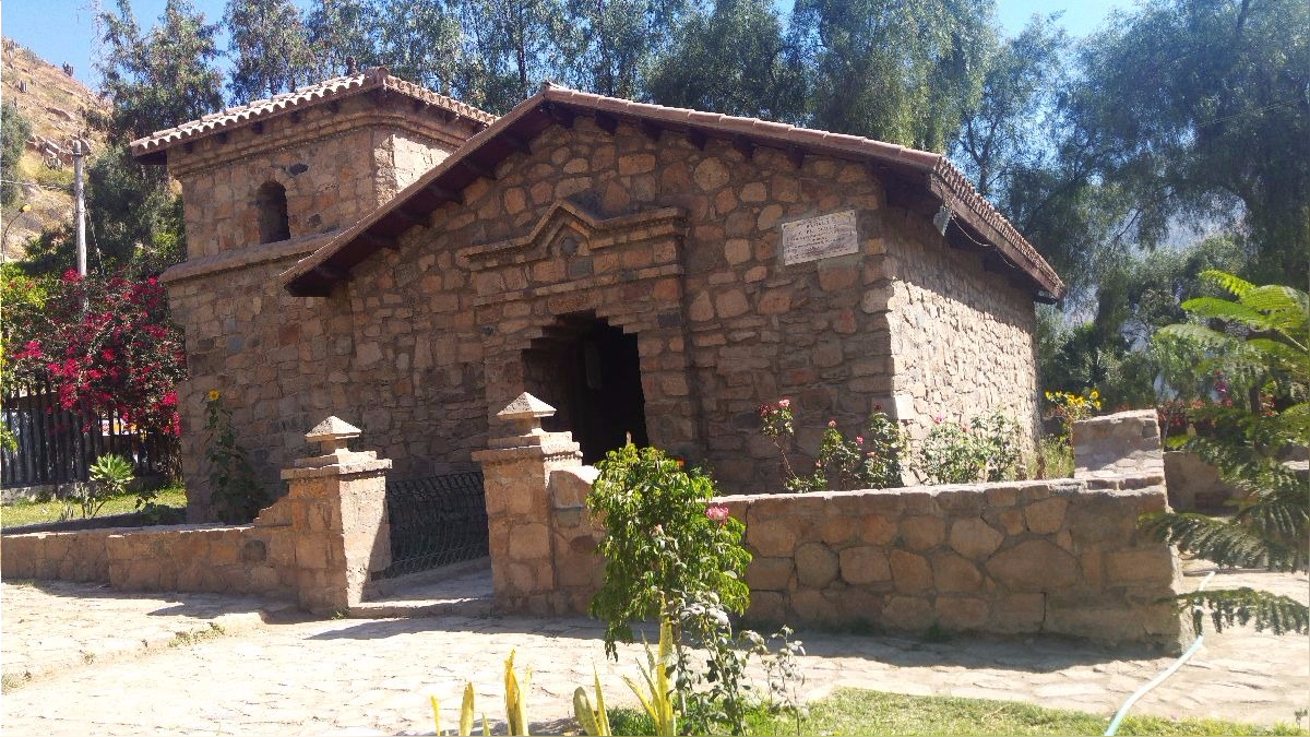Quives tiene un santuario dedicada a Santa Rosa, una réplica de la casa donde creció Santa Rosa y un pozo de los deseos.
