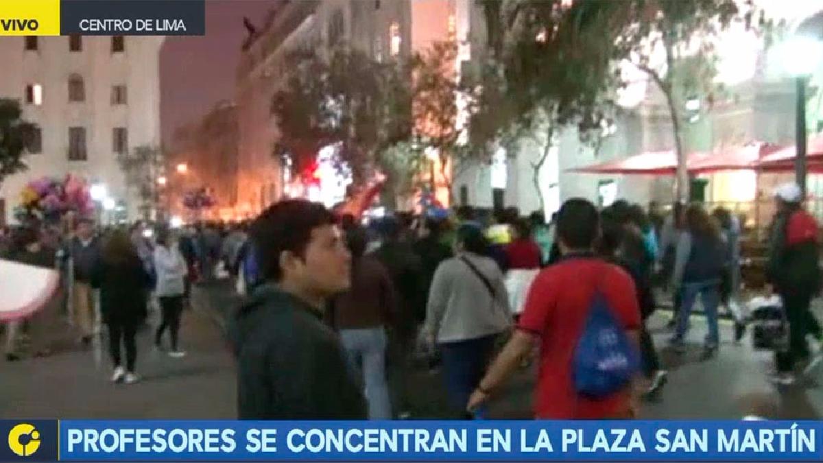 Miles de maestros llegaron hasta la Plaza San Martín tras marchar por más de tres horas desde San Juan de Miraflores.