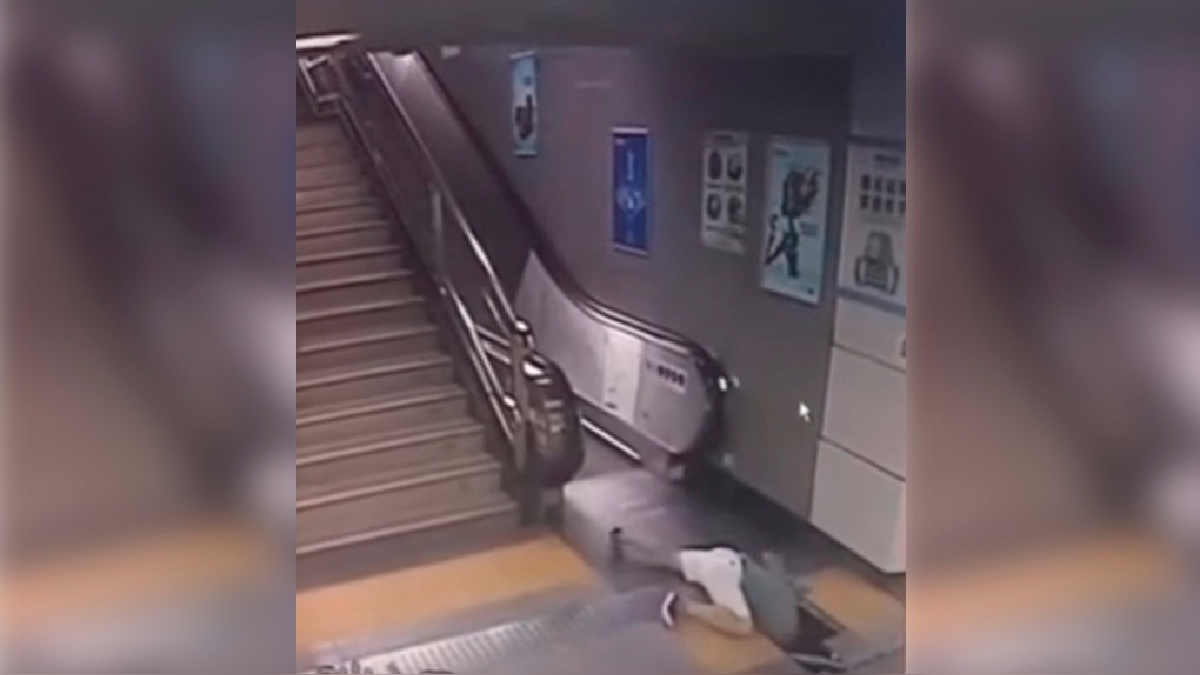 Las cámaras de seguridad del metro registró el accidente.
