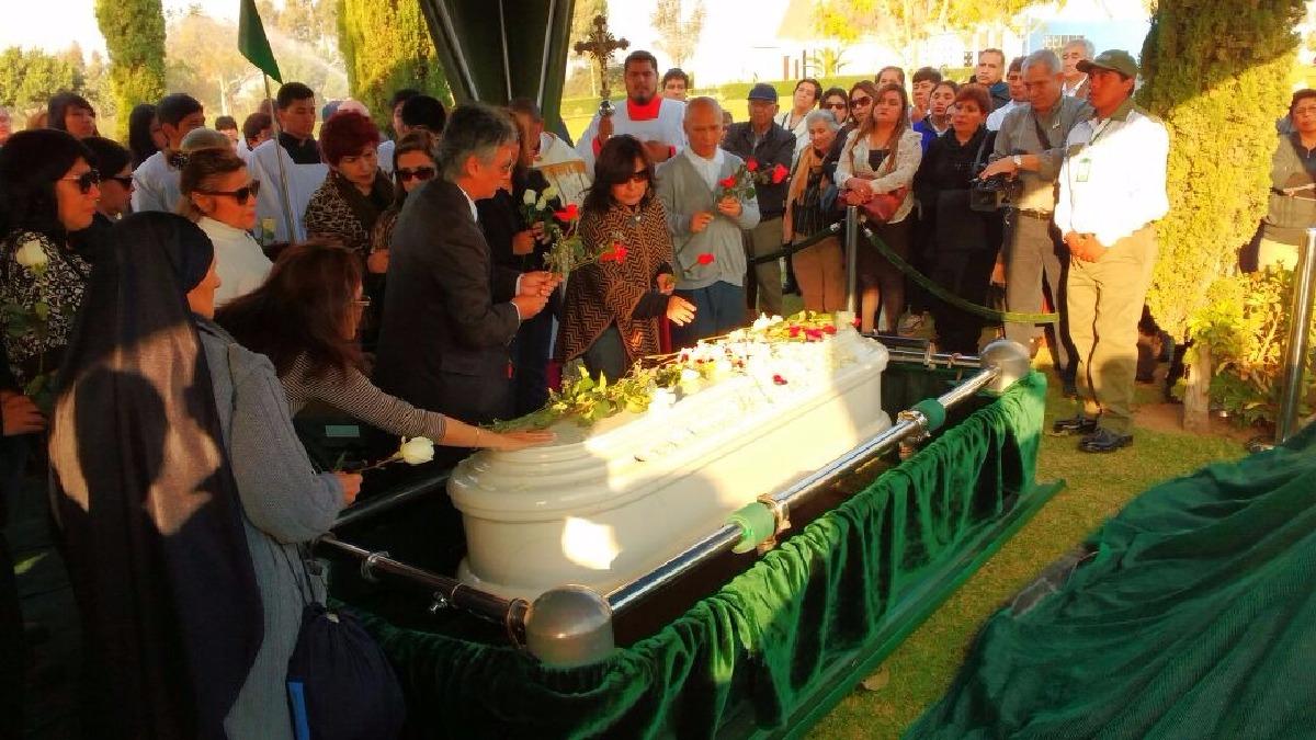 Los restos de Yolanda Velásquez Carrión fueron enterrados en el cementerio Parque del Recuerdo del distrito iqueño de Subtanjalla.