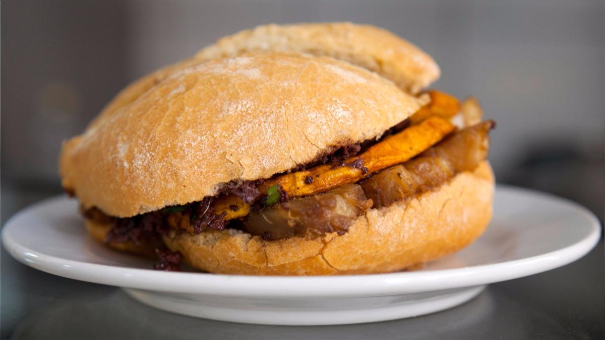 Comer un pan con chicharrón, uno de los desayunos más tradicionales y preferidos por los peruanos, ahora se puede hacer sin culpas.
