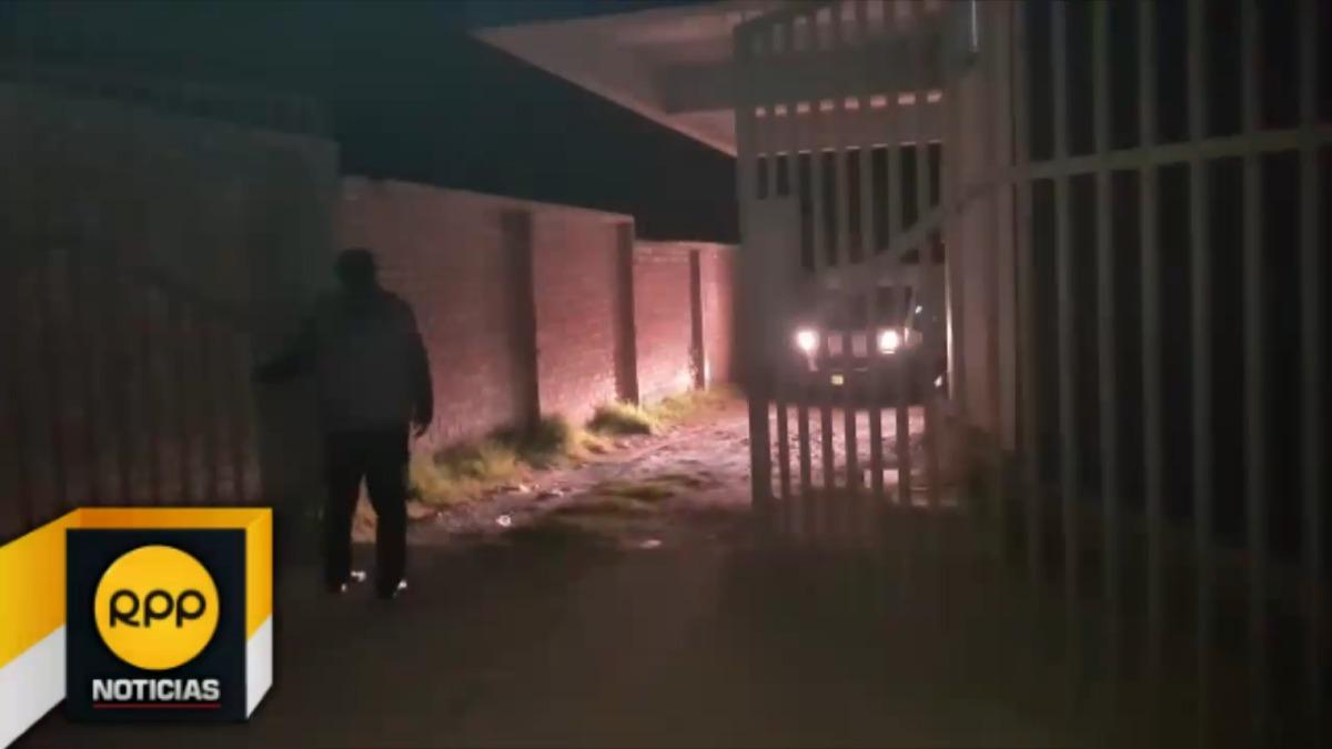Los cuerpos de los policías asesinados fueron entregados a sus familiares al promediar las 10 de la noche.