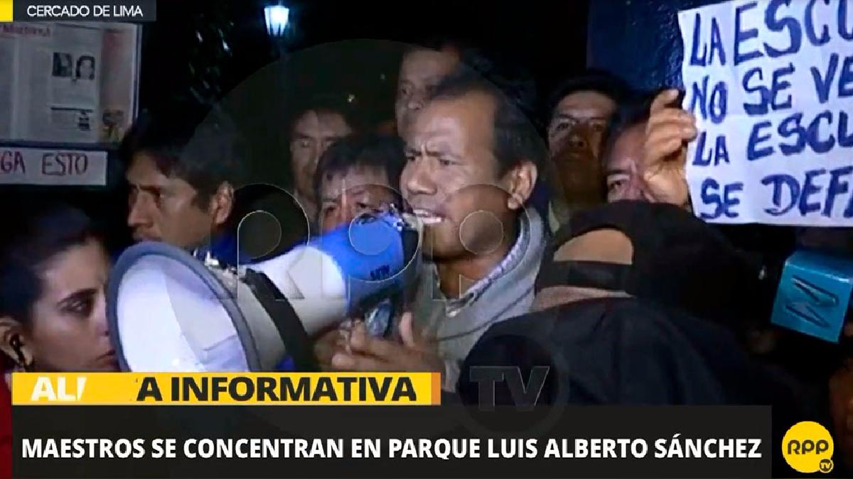 El profesor Edgar Tello, dirigente de las bases de Lima, encabezó la manifestación.