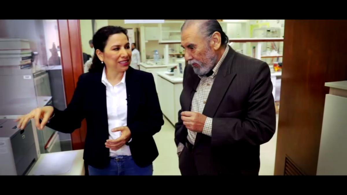 Raúl Vargas recorrió el laboratorio de la doctora Rojas.
