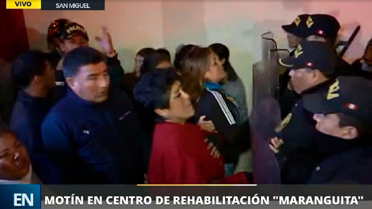 Los padres de varios internos exigieron en la puerta de 'Maranguita' saber la situación de sus hijos.