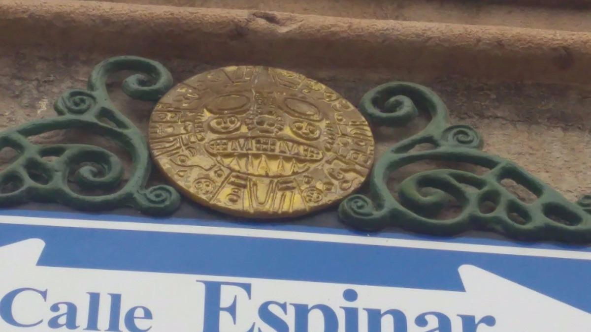 Réplica del sol de Echenique, escudo de Cusco, adornan calles de la ciudad imperial.
