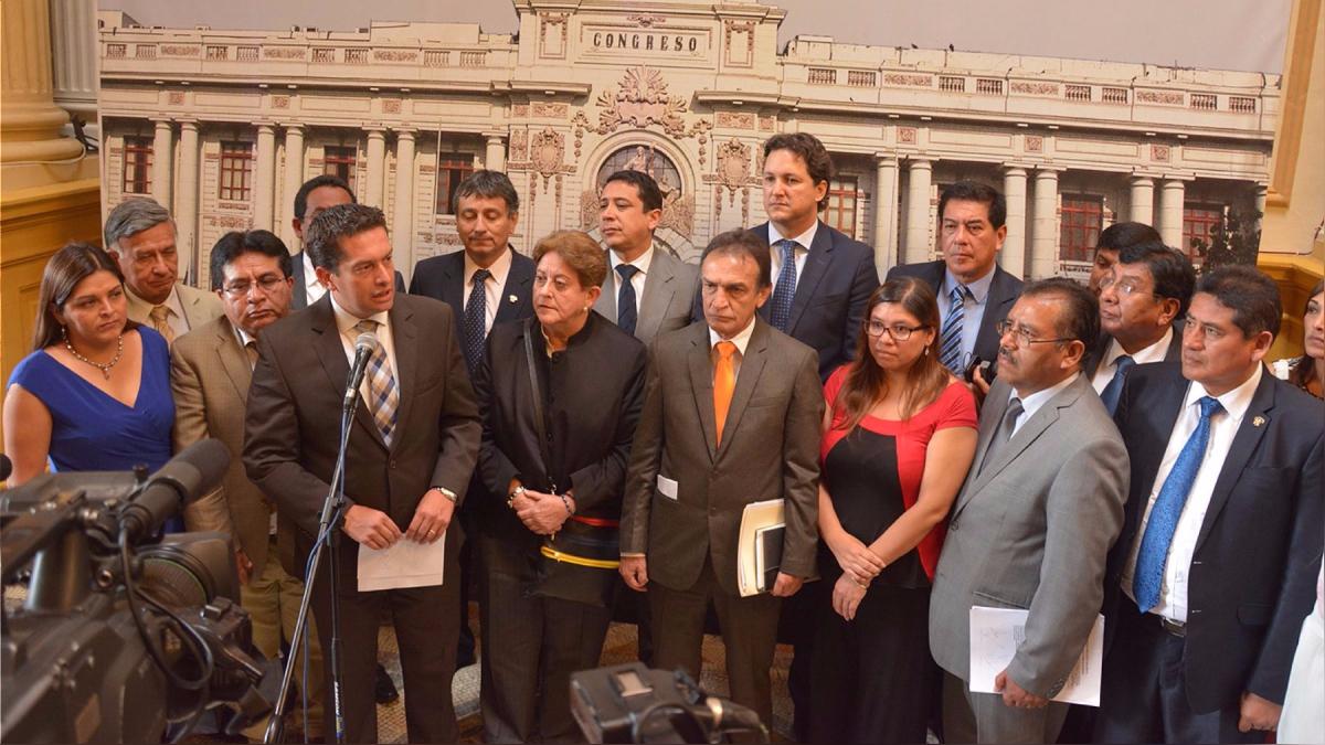 Fuerza Popular en una conferencia de prensa en el Congreso de la República.