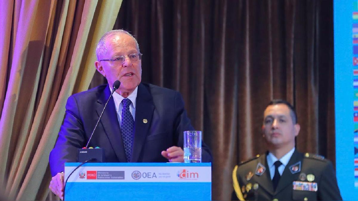 El presidente Pedro Pablo Kuczynski (PPK) calificó de lamentable la noticia sobre la moción de censura presentada contra Marilú Martens.