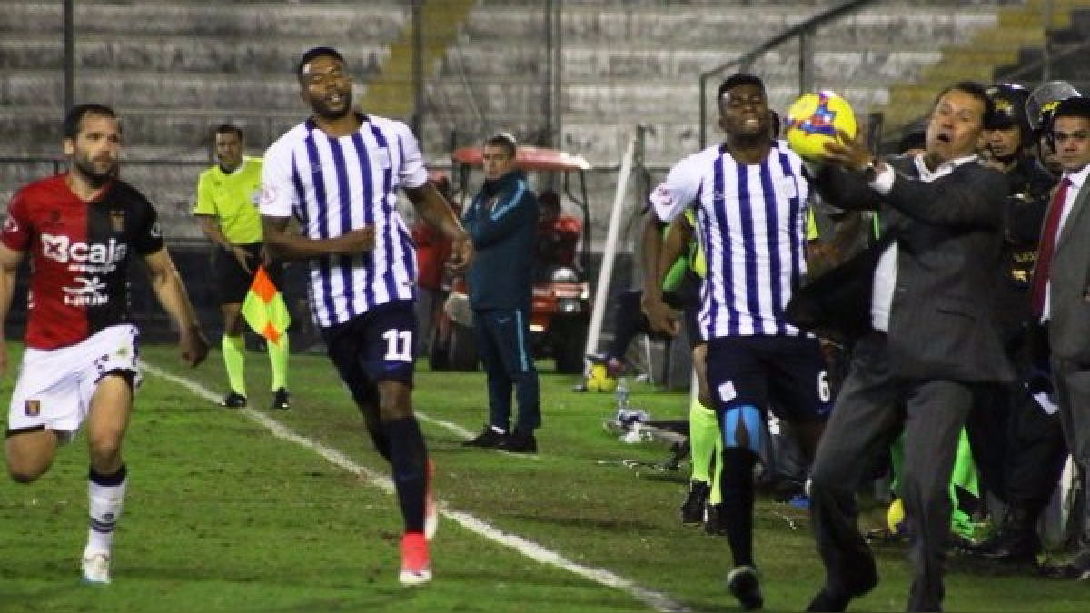 Revisa la acción polémica de Juan Reynoso durante el partido entre Alianza Lima y Melgar.