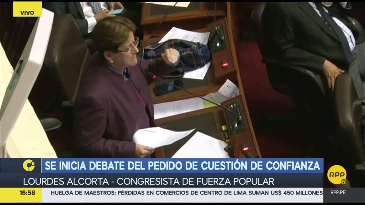 Lourdes Alcorta dijo que todo se hubiera resuelto si la ministra de Educación, Marilú Martens, hubiera renunciado antes.