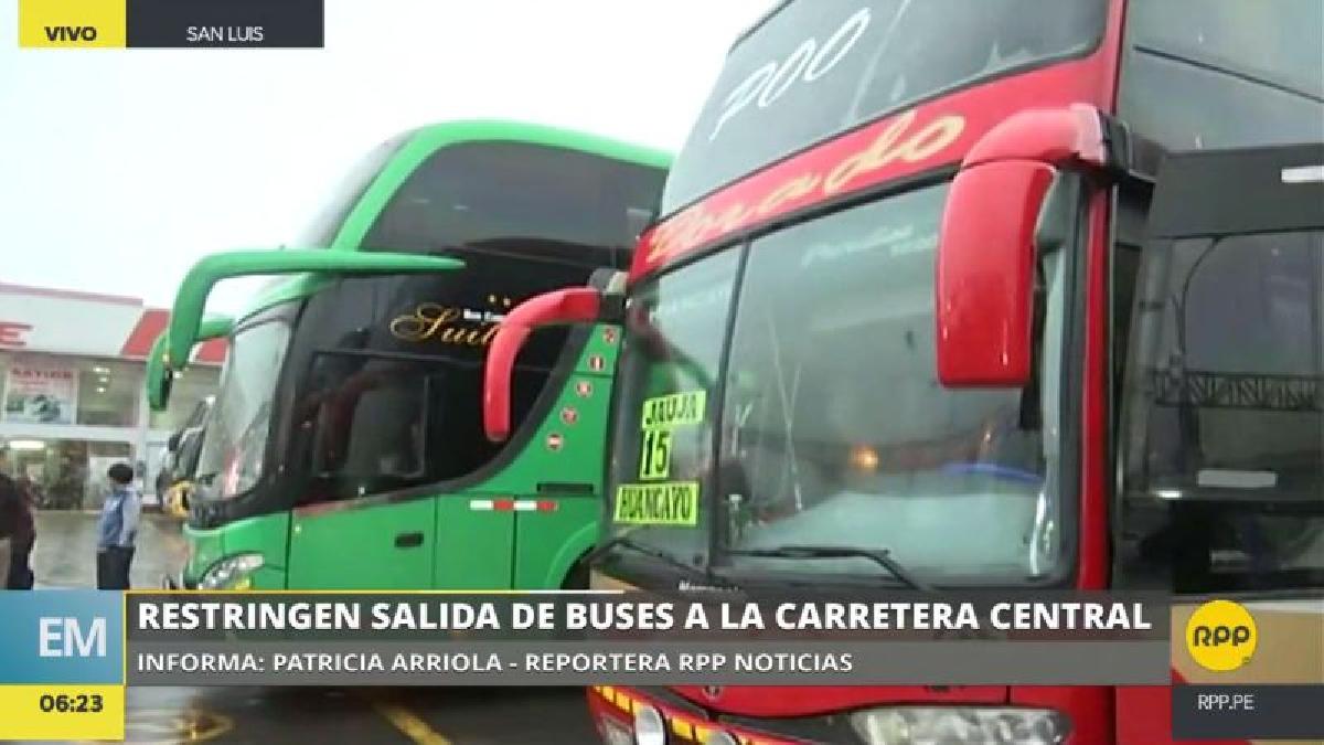 Los buses del terminal de Yerbateros están acatando la medida hasta que se desbloquee la Carretera Central.
