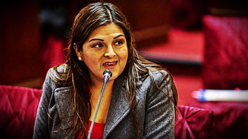 La parlamentaria dijo que es un exceso que el presidente pueda cerrar el Congreso luego de censurar dos gabinetes.