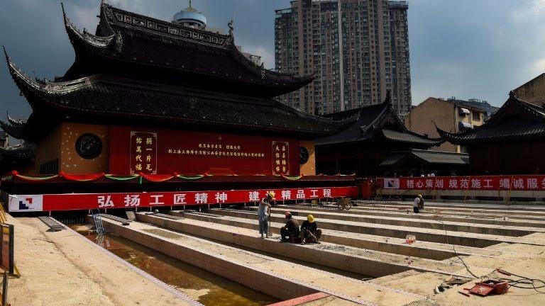 Las autoridades chinas tardaron 15 días en trasladar 30 metros este edificio del centro de Shanghái.