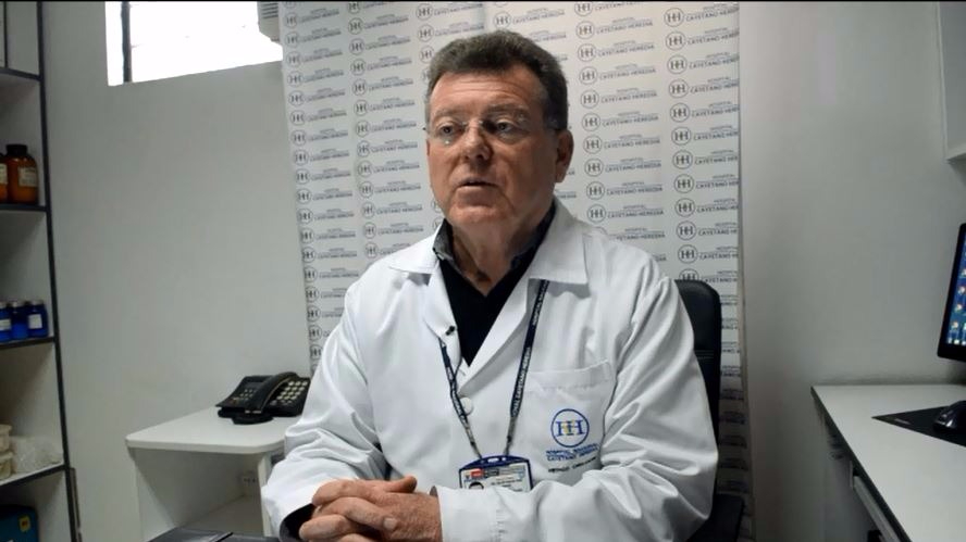 Doctor Manuel Del Solar recomienda pensar bien las cosas antes de decidirse por un tatuaje.
