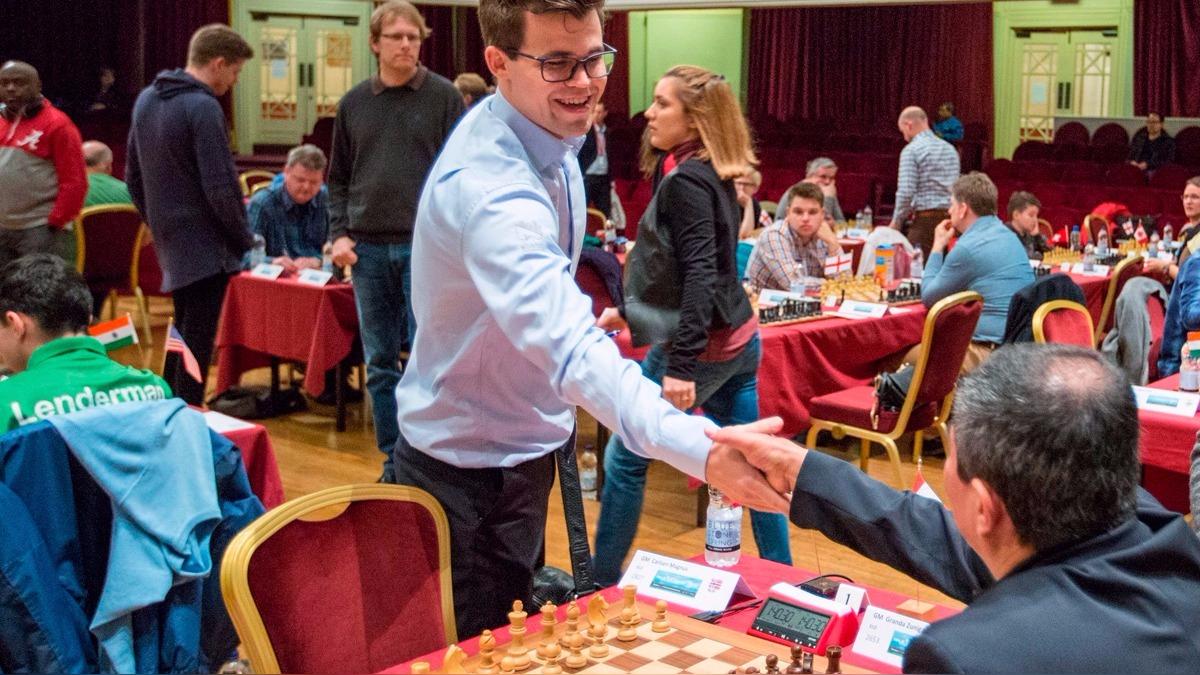 Así fue el saludo de Julio Granda con Magnus Carlsen