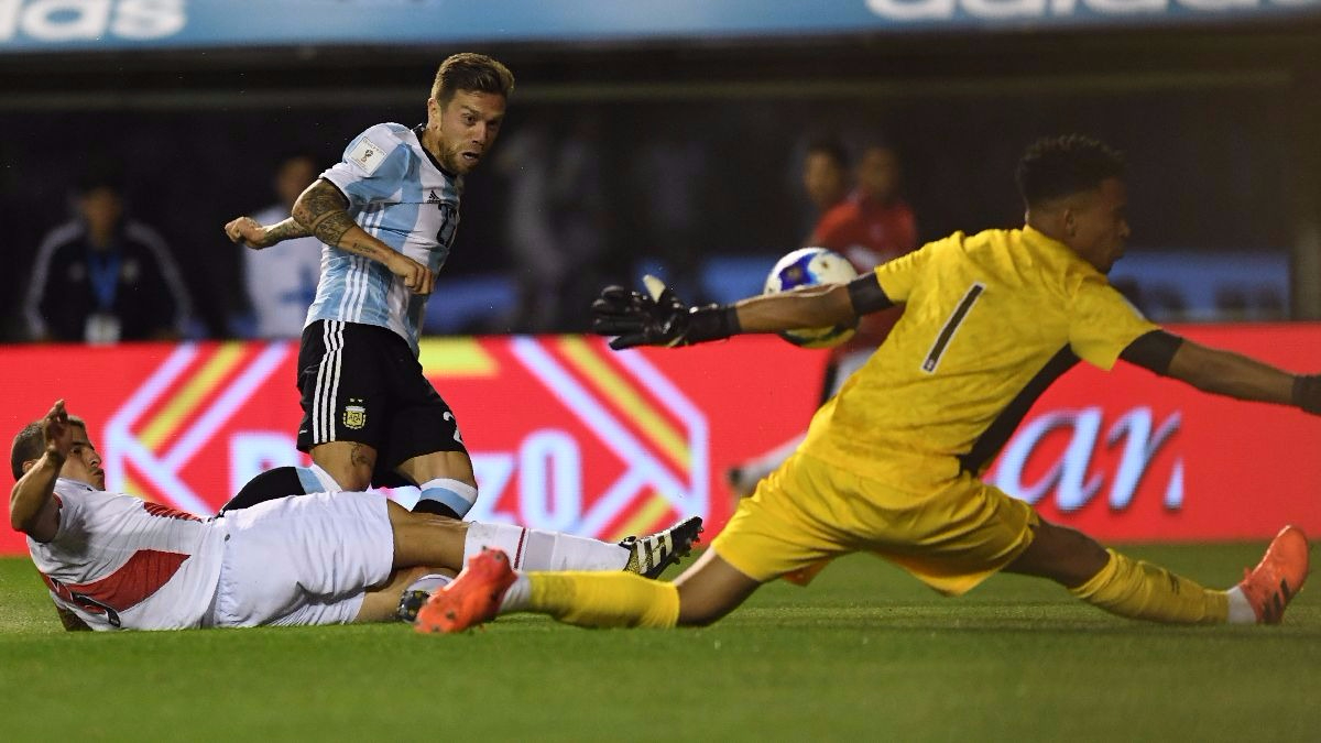 Pedro Gallese fue la figura del Perú vs. Argentina.