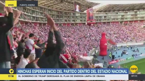 Los hinchas ya están a la espera del partido Perú vs. Colombia.