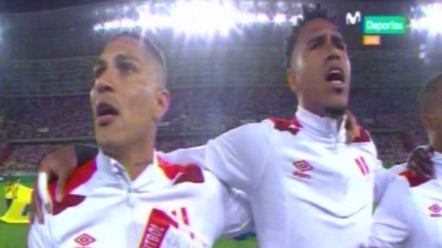 Así se cantó el Himno Nacional en un estadio repleto de hinchas.
