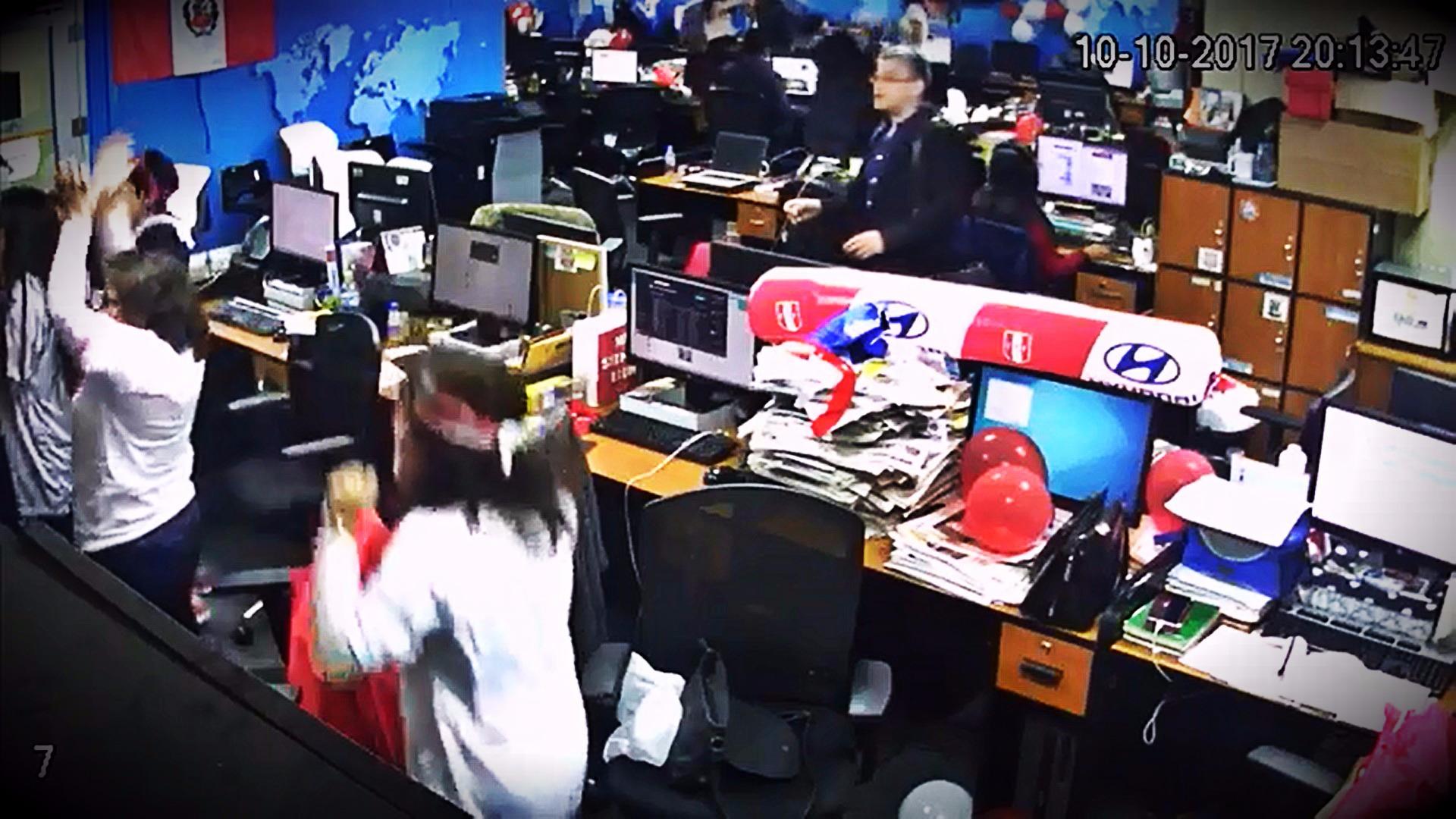 El tanto de Paolo Guerrero a los 76 minutos fue celebrado en todos los ambientes de la redacción de RPP Noticias.