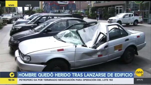Un hombre cayó desde un decimoctavo piso sobre un auto y sobrevivió
