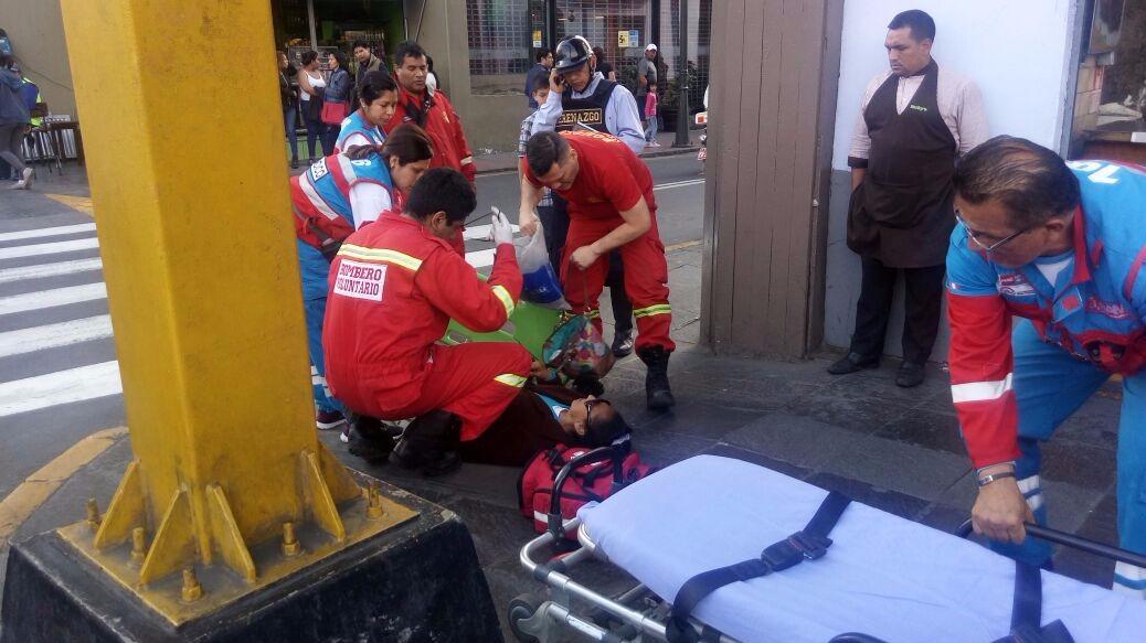 Bomberos brindaron primeros auxilios.