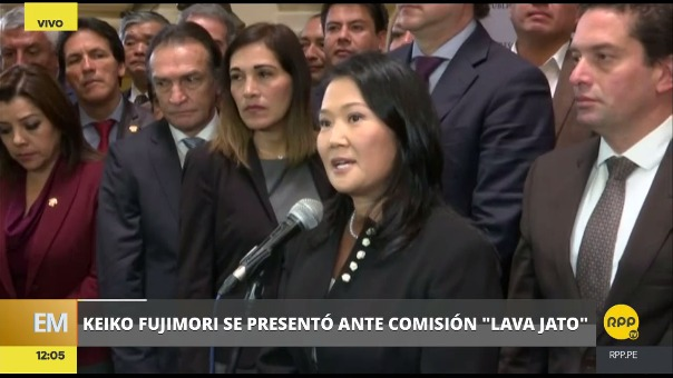 Keiko Fujimori declaró brevemente para la prensa al salir de la sesión.