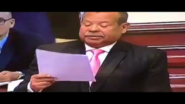 Declaraciones de congresista Octavio Salazar durante sesión en el parlamento.