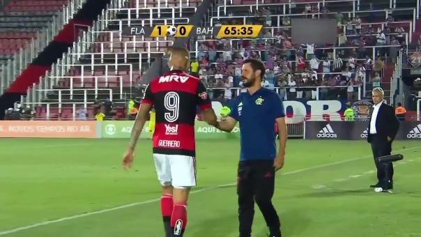 Así fue la salida de Paolo Guerrero a los 65 minutos del partido.