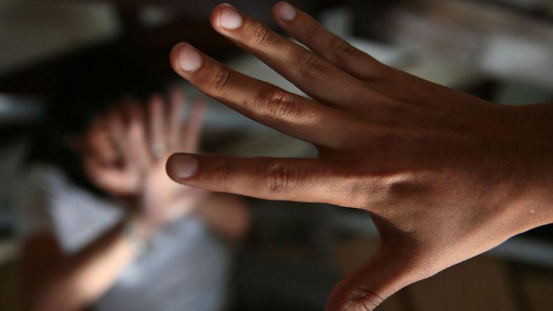 El agresor aprovechó que la joven dormía para agredirla sexualmente.