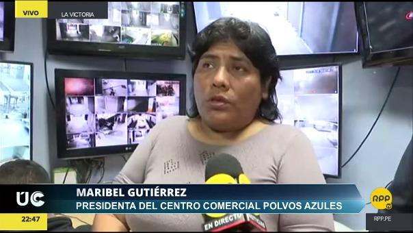 La dirigente Maribel Gutiérrez permanece junto a otros 50 comerciantes en el local de Polvos Azules.