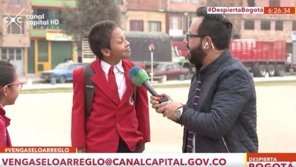 Un niño quiso llamar la atención de las cámaras, lo consiguió pero luego corrió a la escuelas.
