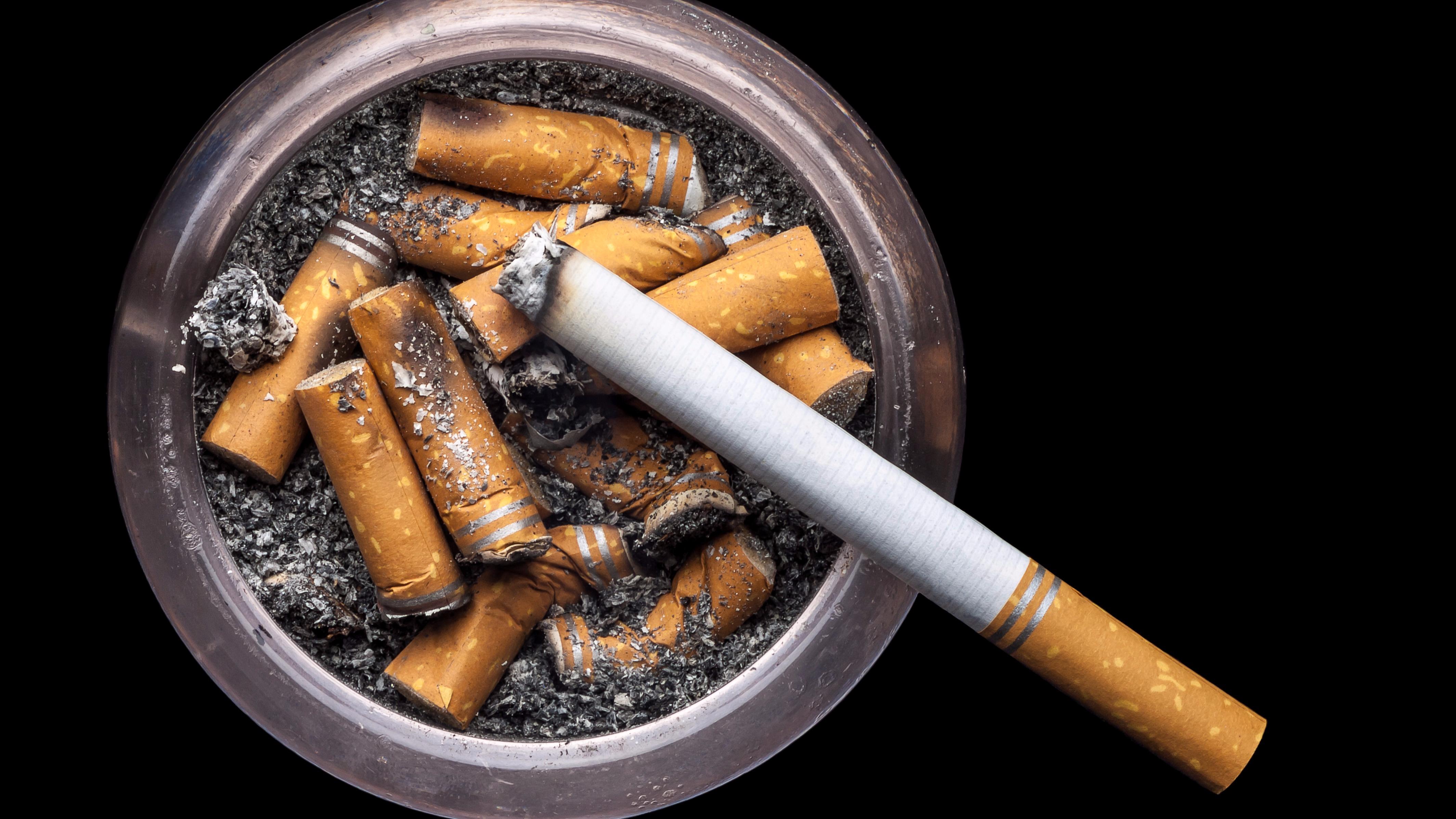 De acuerdo con el artículo científico, la exposición de estos restos de tabaco nos predispone a padecer de diabetes tipo 2, por ejemplo.