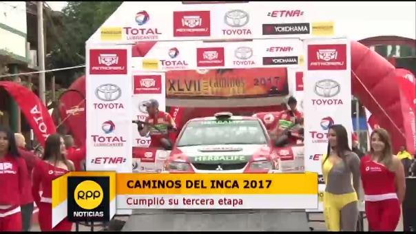Nicolás Fuchs saludando a los fanáticos al término de la tercera etapa.