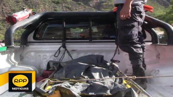 Cerca del mediodía se logró retirar dos cuerpos, una mujer y un varón, de bus que cayó al río Mantaro el pasado 30 de octubre.