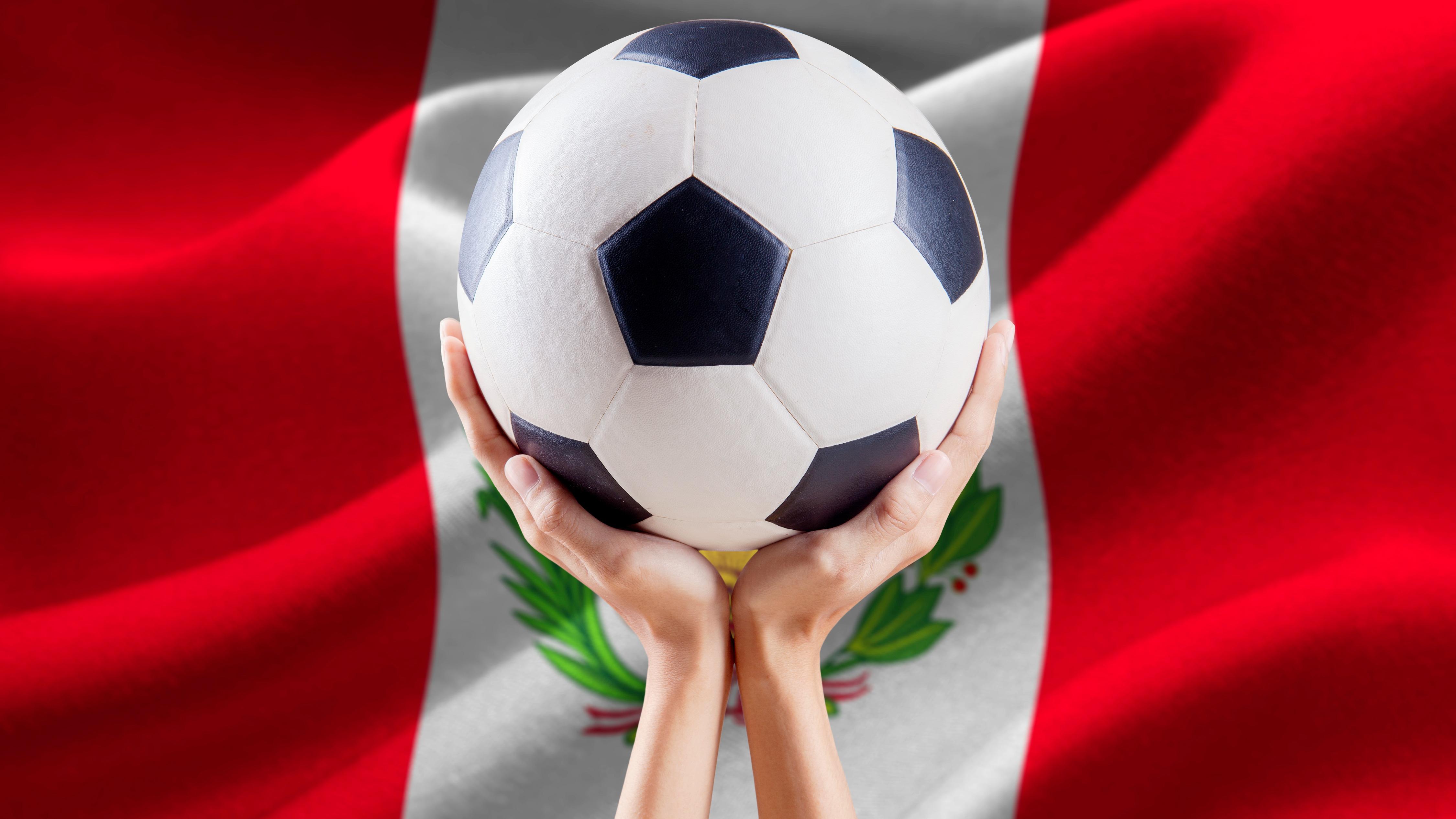 En el caso de un partido de la selección nacional, las rivalidades entre seguidores de equipos locales rivales se ven disueltas.