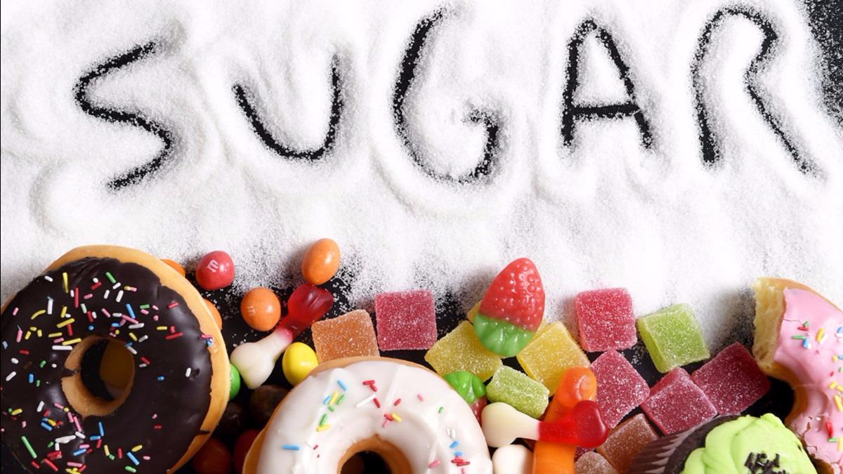 Elmer Huerta explica la relación entre la glucosa y las células cancerígenas.