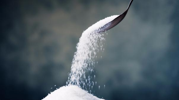 De acuerdo con el especialista esta glucosa fomenta la producción de un protogen canceroso que prolifera la multiplicación celular sin control.