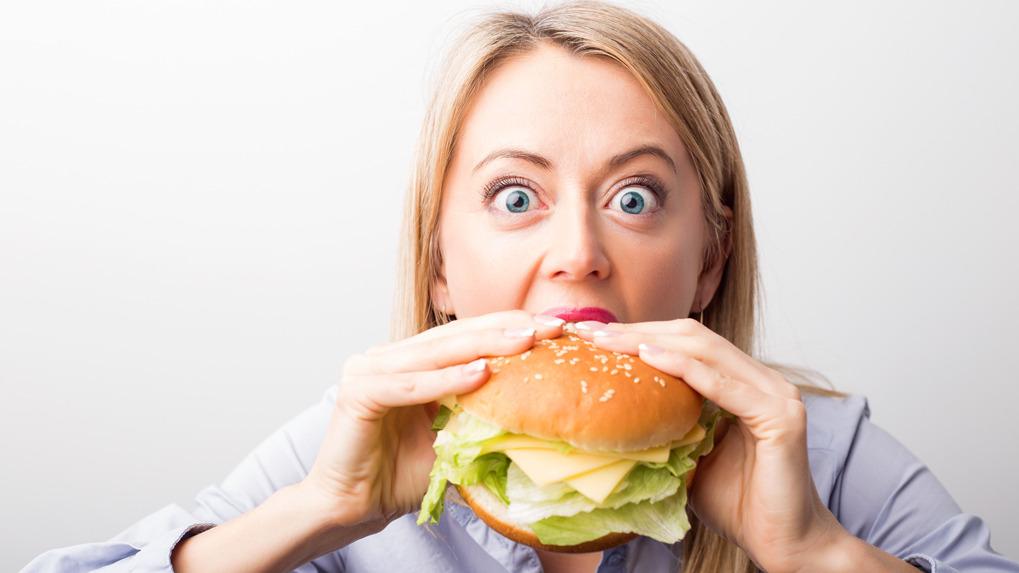 Cuando se come rápido, se eleva la glucosa en sangre y hay un mayor riesgo de diabetes, señala la endocrinóloga Romyna La Rosa.